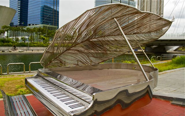 A functional art piece placed next to the Central Park canal, this piano plays by itself to passing pedestrians. CHRISTOPHER CAMERON / THE STATESMAN
