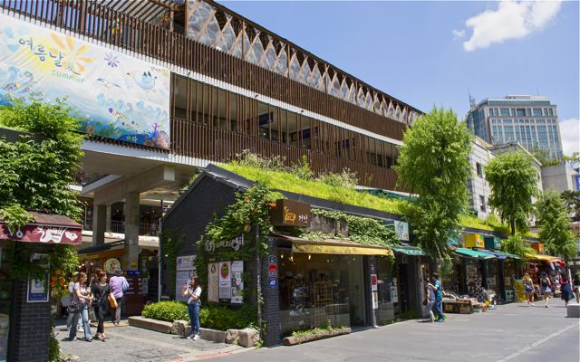 Ssamzigil, a four-level shopping mall in Insadong. The Insadong neighborhood is filled with tea shops and galleries, and was once considered the largest antique market in Korea. CHRISTOPHER CAMERON / THE STATESMAN