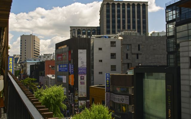 A view of the Insadong neighborhood from the top level of the Ssamzigil shopping mall. CHRISTOPHER CAMERON / THE STATESMAN
